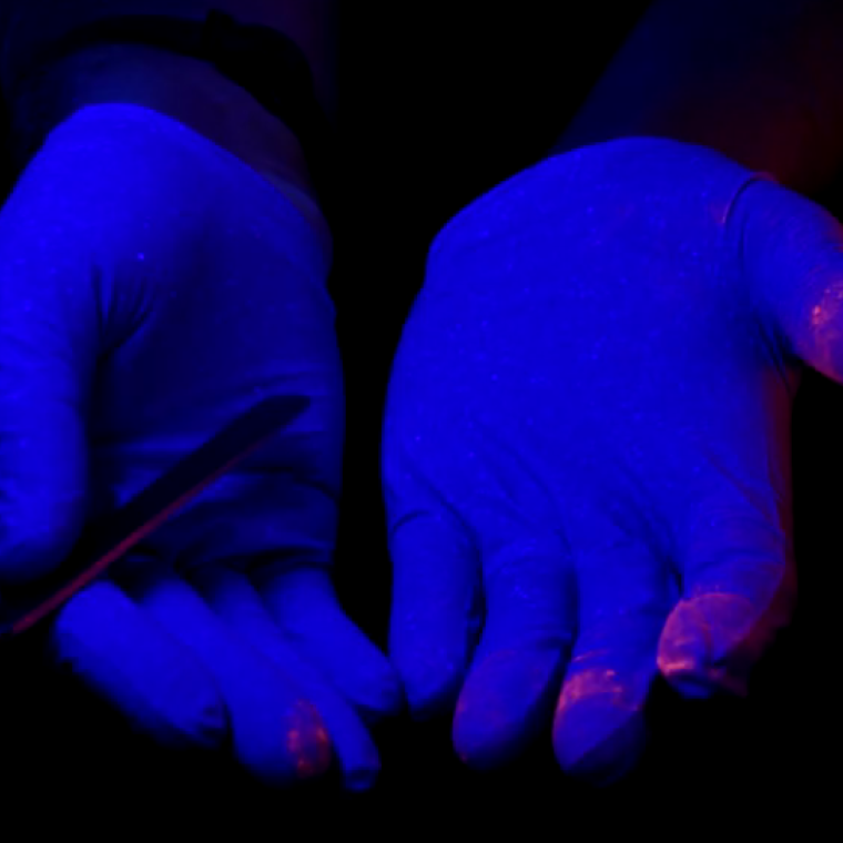 In glowing colours: Seeing the spread of drug particles in a forensic lab