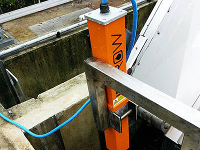 Non-contact oil leak and spill detector for industrial and environmental sites